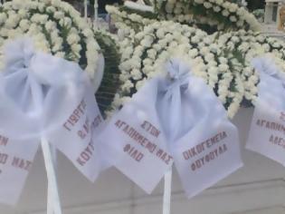 Φωτογραφία για Πάτρα: Θρήνος και αναπάντητα γιατί στην κηδεία του Kώστα Φράγκου - Αλήτες φώναζε ο πατέρας του - Δείτε φωτο