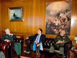 Φωτογραφία για Απονομή Αστέρα Αξίας και Τιμής από τον Υπουργό Εθνικής Άμυνας κ. Πάνο Παναγιωτόπουλο στον Πρόεδρο της Στρατιωτικής Επιτροπής του ΝΑΤΟ Στρατηγό Knud Bartels
