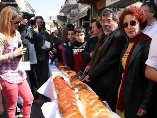 Φωτογραφία για Τσουρέκι γίγας και κοινωνικής προσφοράς στη Μυτιλήνη