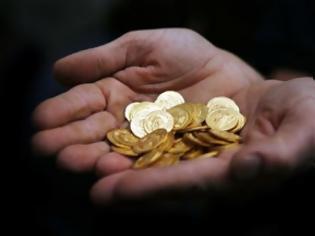 Φωτογραφία για Η επιστροφή του 80': Οι Έλληνες αγοράζουν χρυσές λίρες