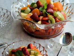Φωτογραφία για Απολαύστε τα φρούτα: Η πιο πολύχρωμη και γευστική φρουτοσαλάτα!
