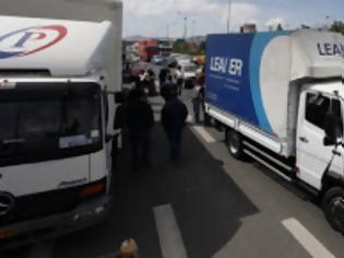 Φωτογραφία για Xάος στην Εθνική Οδό - Με δυσκολία η κυκλοφορία των οχημάτων - Ανετράπη φορτηγό