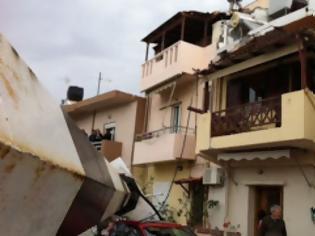 Φωτογραφία για Με εξώδικα και μηνύσεις θα διεκδικήσουν τις αποζημιώσεις για τις καταστροφές από την πτώση του πυλώνα