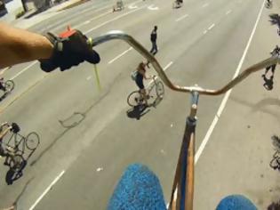 Φωτογραφία για Απίστευτη βόλτα με ποδήλατο ύψους 4,5 μέτρων! [Video]