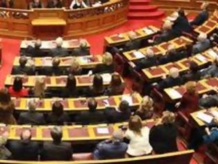 Φωτογραφία για Nέο σόου: Κοπρίζετε τη Βουλή - Αντε ρε ναζί από δω, ναζιστόφατσα, ο κλόουν και οι ερπύστριες