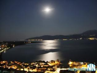 Φωτογραφία για Φανταστικές φωτογραφίες από το Κάστρο της Ναυπάκτου με θέα την Πανσέληνο – το Λιμάνι και την Γέφυρα