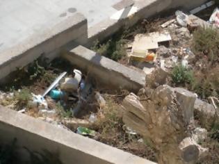 Φωτογραφία για Κοινόχρηστος χώρος - χωματερή δίπλα στα μεγαλεία του Πολιτιστικού Κέντρου