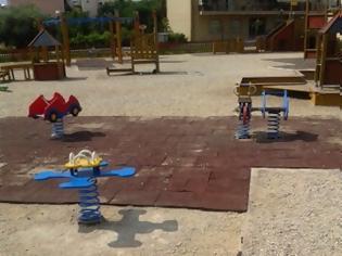 Φωτογραφία για Aγρίνιο: Πλιάτσικο σε παιδική χαρά - Δεν άφησαν ούτε τις τραμπάλες
