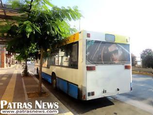 Φωτογραφία για Πάτρα-Απίστευτο: ''Πανικός'' για τους επιβάτες - Oδηγός λεωφορείου με το ένα πόδι στο... γύψο