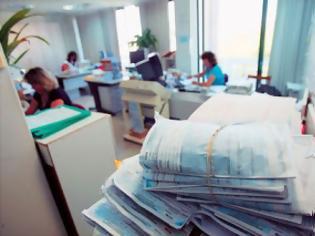Φωτογραφία για «Κολλημένα» στις Εφορίες 1,2 δισ. ευρώ - Στις 1.009 ημέρες έφτασε η αναμονή για επιστροφή ΦΠΑ