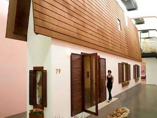Φωτογραφία για Καλλιτέχνης δημιούργησε το πιο στενό σπίτι στον κόσμο
