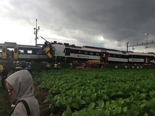 Φωτογραφία για Δείτε φωτογραφίες και βίντεο από τη μετωπική σύγκρουση των τρένων στην Ελβετία