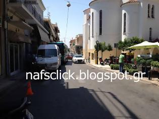 Φωτογραφία για Συμβαίνει Τώρα: Αγανακτισμένος οδηγός... έκλεισε το δρόμο στα ΚΤΕΛ Ναυπάκτου!