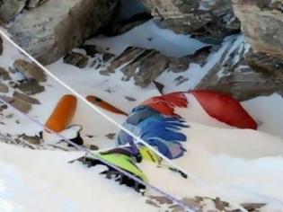 Φωτογραφία για ΣΟΚ: Tα χιόνια λιώνουν και αποκαλύπτουν τους ορειβάτες που δεν τα κατάφεραν [ΠΡΟΣΟΧΗ ΣΚΛΗΡΕΣ ΕΙΚΟΝΕΣ]
