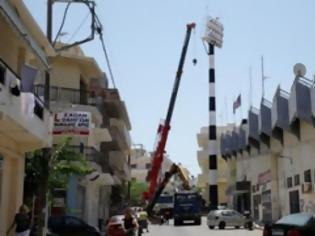 Φωτογραφία για Ηράκλειο: Πυλώνας φωτισμού «έσκασε» στη μέση του δρόμου!