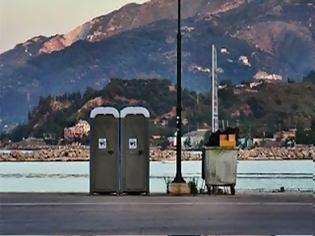 Φωτογραφία για «Έσκασε» χημική τουαλέτα στο λιμάνι της Μυτιλήνης