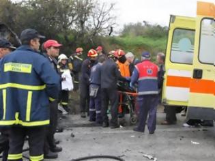Φωτογραφία για Απίστευτος θρήνος! Μακελειό στην άσφαλτο - Τροχαίο με 7 νεκρούς στην Άρτα - Τουλάχιστον ένα νεκρό παιδί