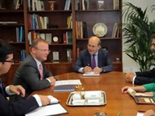Φωτογραφία για Συνάντηση Χατζηδάκη με τον Βρετανό πρεσβευτή στην Ελλάδα