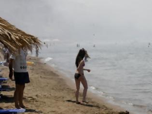 Φωτογραφία για Εκκενώθηκε παραλία στα Κύθηρα λόγω της φωτιάς! Οι καπνοί έπνιξαν τους λουόμενους!