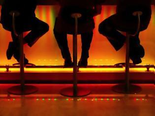 Φωτογραφία για Σοκ: 44χρονος Λαμιώτης έπεσε νεκρός μέσα στο μπαρ