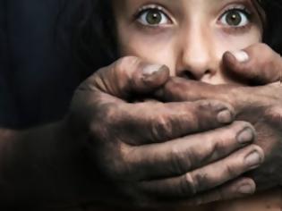 Φωτογραφία για Μετά από τρία χρόνια συνελήφθη ο κατ' εξακολούθηση βιαστής ανήλικης