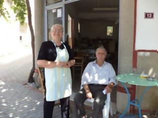 Φωτογραφία για Ο ταχυδρόμος γνωρίζει μόνο τον καφετζή!