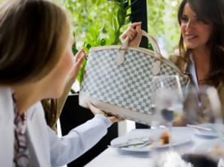 Φωτογραφία για Eστίες βακτηρίων οι γυναικείες τσάντες - Χειρότερες και από δημόσιες τουαλέτες