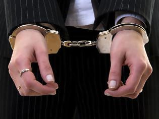 Φωτογραφία για Σύλληψη 27χρονης για απόπειρα ανθρωποκτονίας του εν διαστάσει συζύγου της