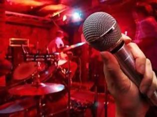 Φωτογραφία για Έτσι βάζει λουκέτα στα νυχτερινά κέντρα το ΣΔΟΕ - Κανονικά τραγούδησε ο Κιάμος [video]