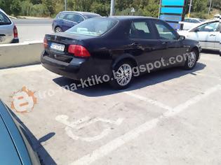 Φωτογραφία για Μήνυμα αναγνώστη για αναπηρική θέση στάθμευσης. Τέτοιο παρκάρισμα δεν έχετε ξαναδεί...
