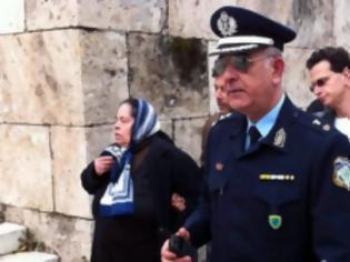 Φωτογραφία για Αυτή είναι η γυναίκα που τα έψαλλε στον Σημίτη! ( Photo )