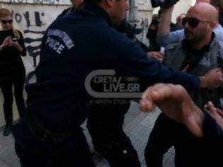 Φωτογραφία για Ηράκλειο :  Συγγενής όρμησε στον «βιαστή δολοφόνο» ( Photo )