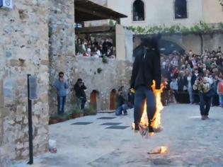 Φωτογραφία για VIDEO: Το κάψιμο του Ιούδα στη Θράκη