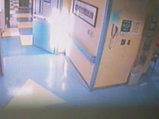 Φωτογραφία για Απίστευτο βίντεο: Εμφάνιση αγγέλου σε νοσοκομείο!