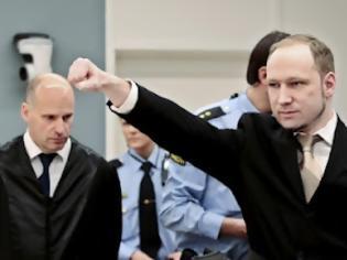 Φωτογραφία για Το στρατιωτικό χαιρετισμό των PCCTS, Ναϊτών Ιπποτών έκανε στην έναρξη της δίκης του ο Μπρέιβικ! (ΦΩΤΟ)