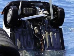 Φωτογραφία για Πτώση ΙΧ στη θάλασσα στο Σταυρό Θεσσαλονίκης