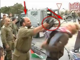 Φωτογραφία για Στρατιωτικός χτυπάει με το όπλο του ακτιβιστή....ΔΕΙΤΕ ΤΟ ΒΙΝΤΕΟ