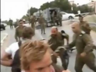 Φωτογραφία για Αξιωματικός χτυπά ακτιβιστή ( Video )