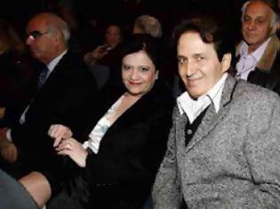Φωτογραφία για Όταν πηγαίναμε μαζί στο... ΛΑΟΣ τραγουδά ο Πασχάλης με τη σύζυγό του