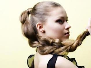 Φωτογραφία για Πλάγια γαλλική πλεξούδα: Η νέα τάση στα μαλλιά