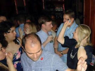 Φωτογραφία για η Hillary clinton πίνει και χορεύει ( Photos )