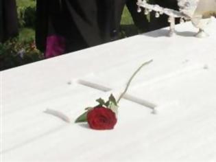 Φωτογραφία για Πάτρα: Θλίψη στο τελευταίο αντίο στον Σταύρο Mαλλιώρη