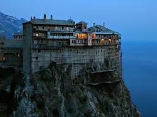 Φωτογραφία για «Ιερό» φαγοπότι 5 δισ ευρώ σε μοναστήρια ανακάλυψε το ΣΔΟΕ