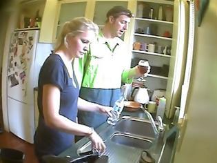 Φωτογραφία για Απίστευτη φάρσα: Έκαναν όλες τις βρύσες του σπιτιού να βγάζουν μπύρα [Video]