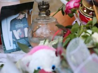 Φωτογραφία για Σε κλίμα θρήνου και οργής έγινε η κηδεία του 34χρονου Παύλου Φύσσα