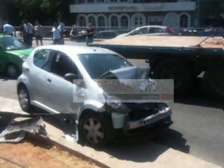 Φωτογραφία για Σοβαρό τροχαίο στην Καζαντζίδη - Ένας τραυματίας