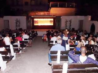 Φωτογραφία για Πάτρα: Ενθουσίασε το κοινό με την περιβαλλοντική παράσταση ο καραγκιοζοπαίχτης Χρ. Πατρινός