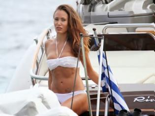 Φωτογραφία για Η Έφη Κυριάκου με μπικίνι σε yacht στην Μύκονο