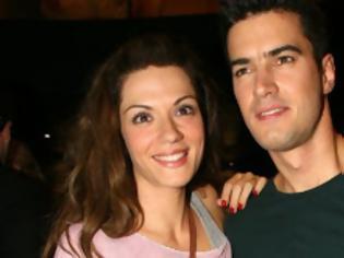 Φωτογραφία για Τσιμιτσέλης - Λασκαράκη: Γάμος... αστραπή με σκισμένο τζιν