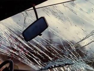 Φωτογραφία για Κρήτη: Πλαγιομετωπική σύγκρουση αυτοκινήτων - Εγκλωβίστηκε ένα άτομο